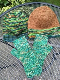 _green-brown-hats-gloves