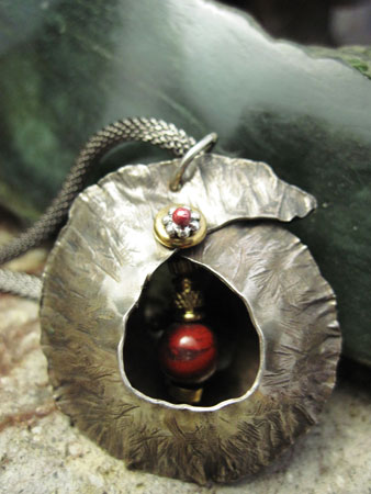 _metal_pendant-red